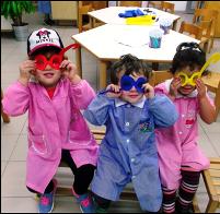 Bambini maschere colorate