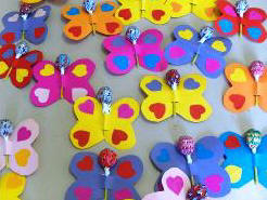farfalle costruite con materiale vario