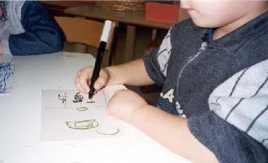 foto bambino che scrive