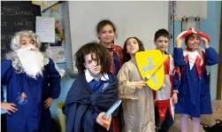 foto ragazzi in costume medievale